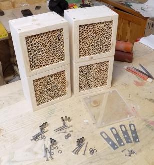 fertige Wildbienen/Insekten Nistblöcke mit Vogelschutz aus Acrylglas zur Selbstmontage