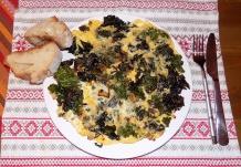 """Omelett mit Grünkohl und """"rotem"""" Grünkohl"""