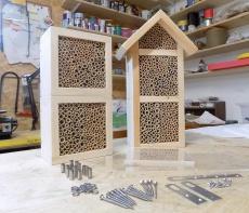 fertige Wildbienen/Insekten Nisthilfen mit passendem Vogelschutz aus Acrylglas zur Selbstmontage